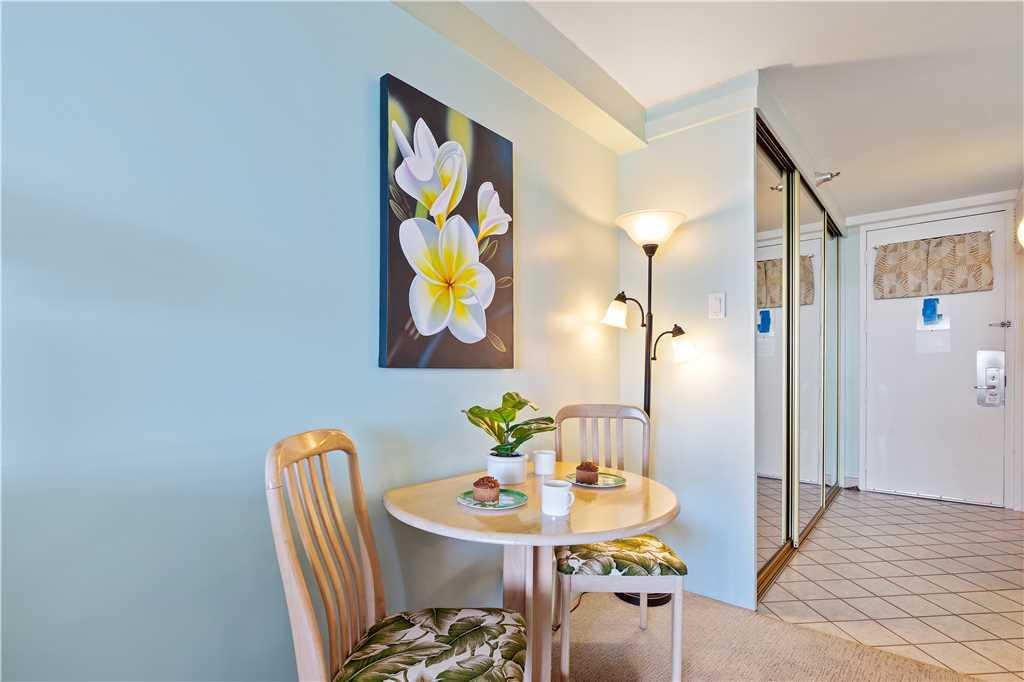 Dining area & entrance area