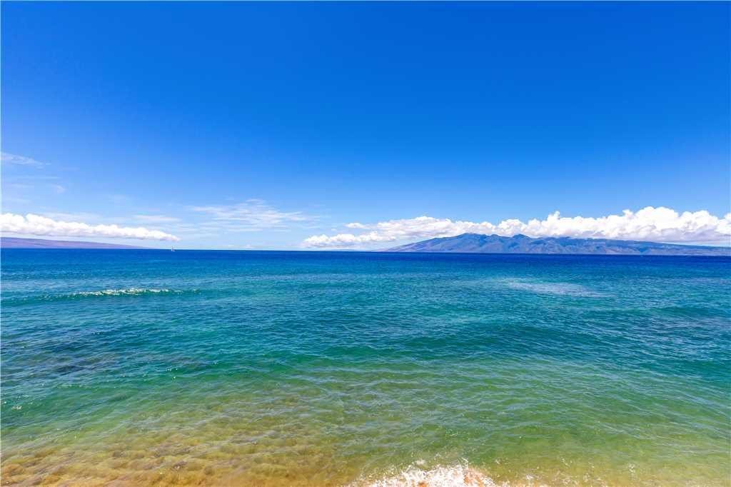 Pacific ocean looking between Lanai & Molikai